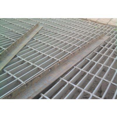 安庆市宿松县今日订货打八折 船用脚踏板 钢结构平台踏步板 地沟格栅板 喷塑板
