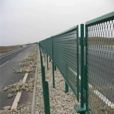 阳泉高尔夫围栏网-绿色铁丝网哪里有卖-开发区隔离栅