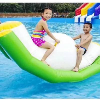 夏季儿童双人压板充气玩具 小型充气跷跷板水乐园漂浮物厂家