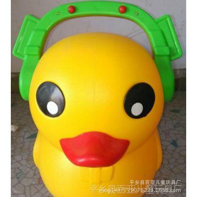 厂家直销2014儿童摇摆溜溜车 带灯光音乐大黄鸭助步车