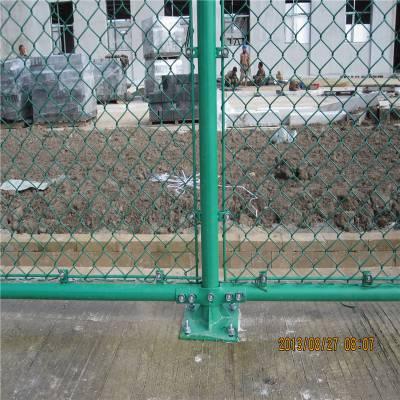 小区球场体育场防护网 厂家定做运动场围栏网 操场浸塑隔离网