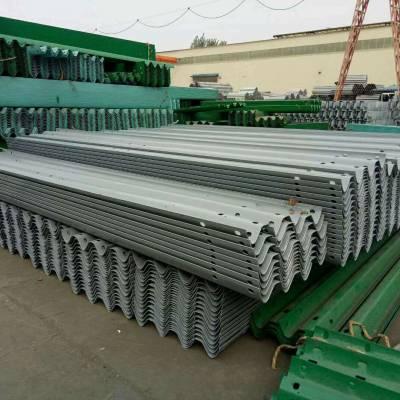 护栏板厂家详解:护栏板立柱的安装