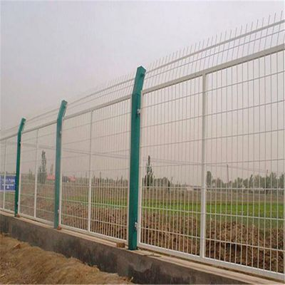 铁丝网围栏 池塘边防护网 圈地用网片