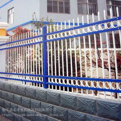 小区围墙护栏网 仿木栏杆 锌钢护栏生产厂家