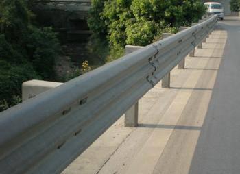 锦泽护栏(图)-公路防撞护栏批发-信阳公路防撞护栏