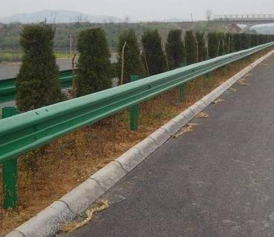 高速公路护栏镀锌标准-乌鲁木齐公路镀锌护栏-通程护栏板网