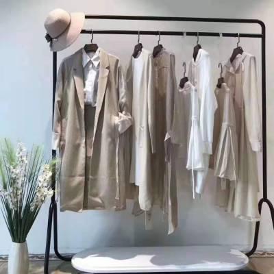 天津服装批发市场 哥弟外套新款韩版宽松茄克短款风衣 服装店加盟 品牌折扣女装走份直播货源