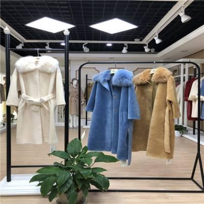 阿莱贝琳杭州精品女装颗粒绒2019冬品牌折扣加盟一手货源走份批发品牌折扣女装加盟