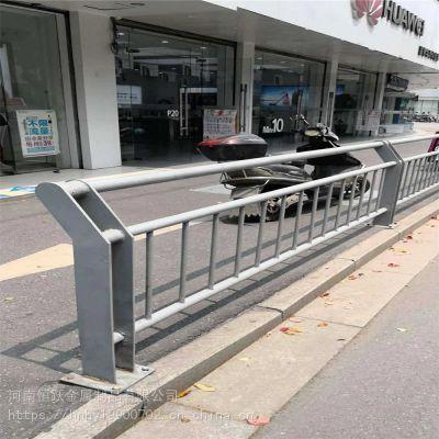 供应周口锌钢道路护栏 马路中间京式交通防撞栏栏 小区门口广告板隔离栏
