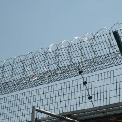 鸿宇筛网喷塑刀片刺绳丝监狱护栏