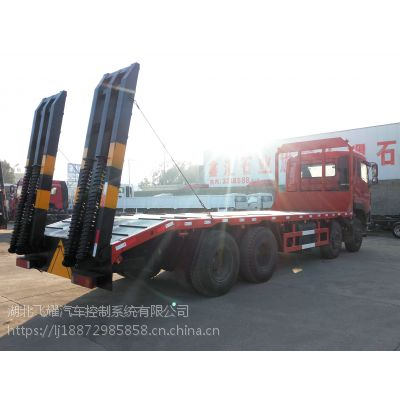 2.8L东风D7前四后八平板运输车/拉30-40吨大型挖机拖车/平板拖车厂家价格