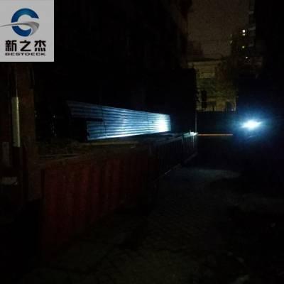 上海新之杰压型钢板厂家员工坚持亲自送YXB54-185-565闭口压型钢板到工地