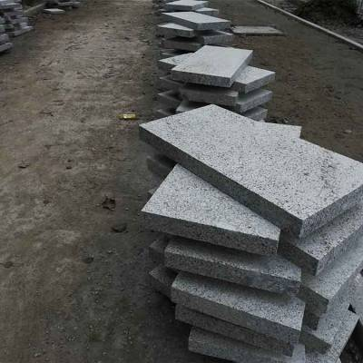 石材厂家直销芝麻灰路边石 路牙石 台阶石,地铺工程石材 图片\价格