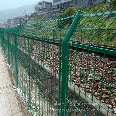 绿色折弯护栏网 万泰便宜的防护网 现货球场防护网