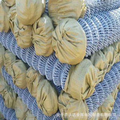 厂家直销PVC包塑勾花网拧花网足篮球场围栏热镀锌勾花防护网