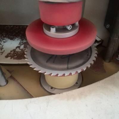 合金圆锯片锯齿自动喷砂机_木工圆盘锯片自动喷砂机_圆环锯片喷砂机