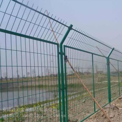 安装滁州市区双边丝护栏网 高速公路框架铁丝网围栏 室外隔离网栅栏现货