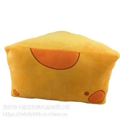 三角形短毛绒奶酪抱枕定制PP棉填充 来图来样加工生产