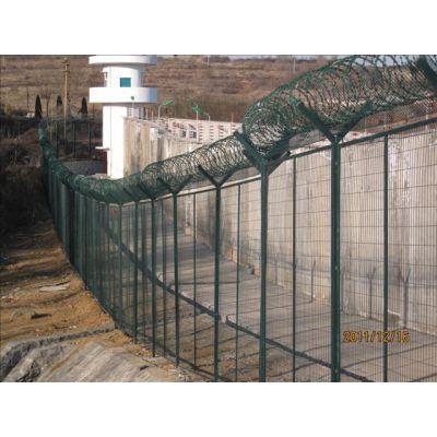 重庆四川公路框架护栏网铁路封闭网钿汇鑫品牌公路隔离铁丝网