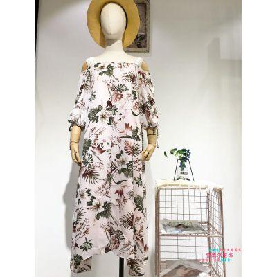 东莞品牌女装折扣***乐章风衣外套货源找广州雪莱尔多种面料新款组货包