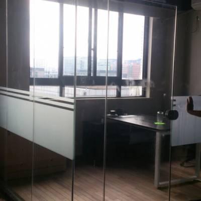 上海玻璃贴膜、logo条制作、办公室玻璃贴膜