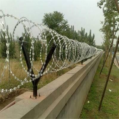 监狱刀片刺网 安平刺绳的价格 围墙防爬刺铁丝