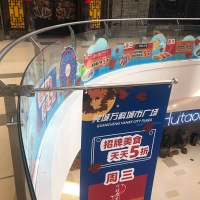 展厅玻璃侧挂旗杆生产厂家_荣威广告_玻璃围栏_家具_展示