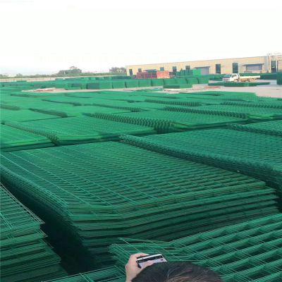 公路隔离护栏网 浸塑护栏网围栏 机场防护围栏网