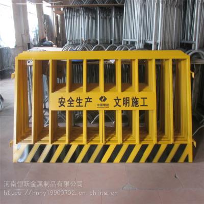 河南建筑工地基坑护栏网片 工地深坑警示防护栏 施工电梯门