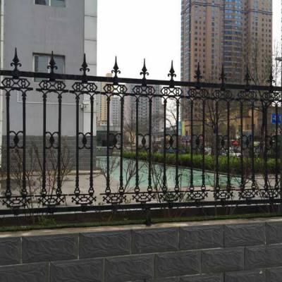 鸿宇筛网防护锌钢围栏 铸铁护栏厂家批发