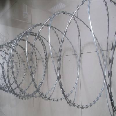 高铁刺丝滚笼 刀片刺网 镀锌铁刺丝安装