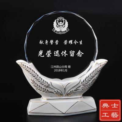 宜春市定做退休纪念品、教师退休纪念品制作厂家、水晶奖牌感谢牌批发