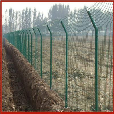 兴来 甘肃铁路护栏网零售 唐山三角折弯护栏网 围栏护栏网能用几年