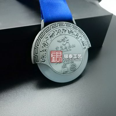 决定奖牌价值的因素有哪些?奖牌价值跟奖牌的尺寸有关系吗?