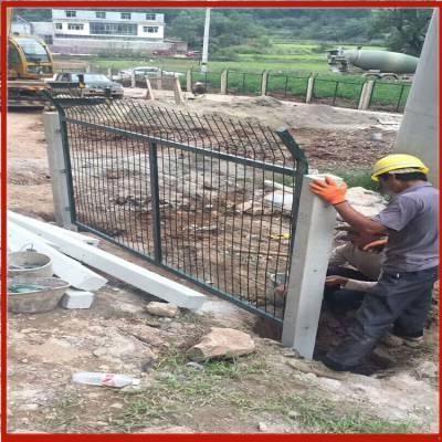 基坑临边护栏网 刺铁丝护栏网 山地养殖围栏网价格