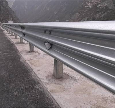 嘉峪关公路波形护栏板-冠县通程护栏板-公路波形护栏板多少钱