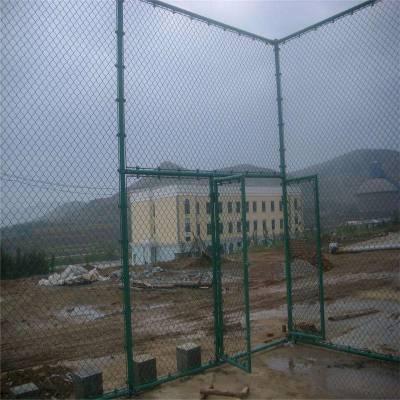 PVC包塑勾花护栏网 篮球场防撞栏 田径场地防护网