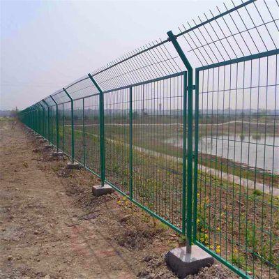 河道两旁铁丝网 桃形立柱护栏网 安全围栏